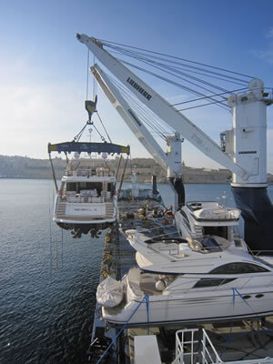 A Trader 18 type vessel unloading a yacht.